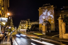julien-nonnon-digital-street-art-paris-couples-kissing-designboom-07