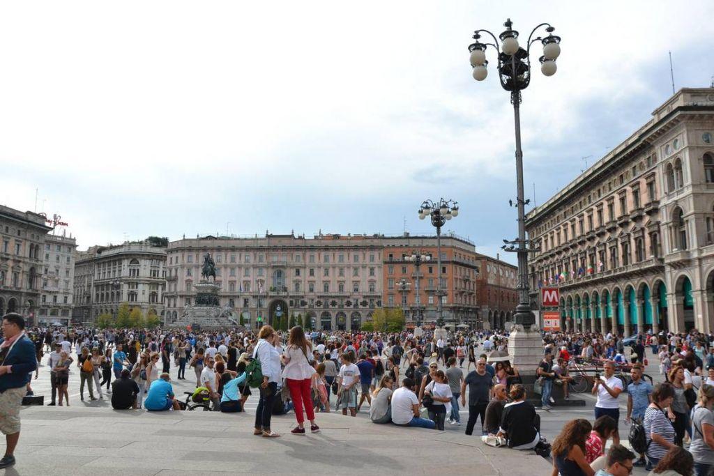 e7e8a298c7ec Μιλάνο  Καλοκαιρινός περίπατος στο κέντρο της πόλης! (δείτε άλμπουμ ...