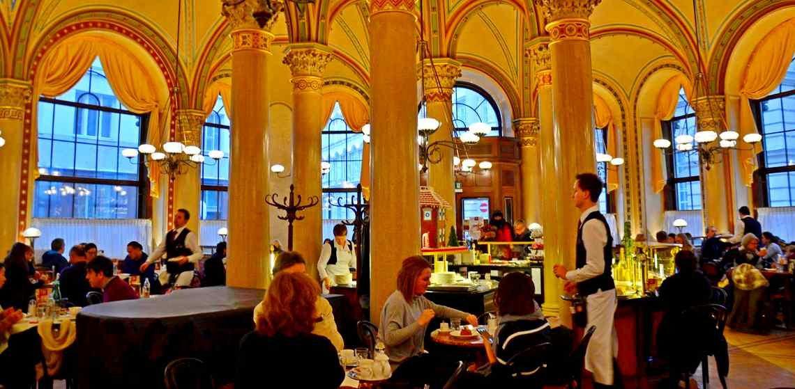 Cafe Central στη Βιέννη. Στη σειρά σας κύριε ! (δείτε άλμπουμ) | Omorfa Taxidia
